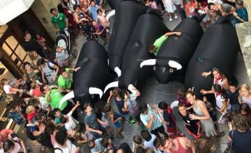 tori gonfiabili invece di tori veri negli encierros spagnoli